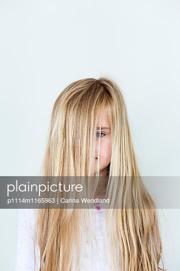 Mädchen mit langen Haaren - p1114m1165963 von Carina Wendland