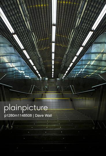 Bahnstation - p1280m1148508 von Dave Wall