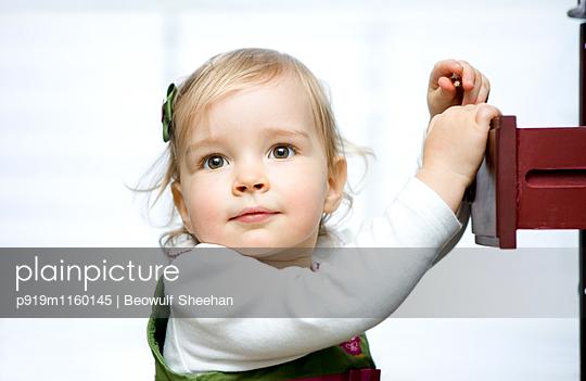 Portrait Kleines Mädchen - p919m1160145 von Beowulf Sheehan