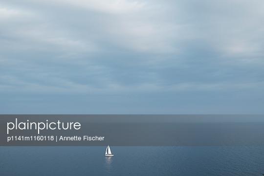 Segelboot im Meer II - p1141m1160118 von Annette Fischer