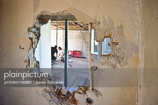 Kernsanierung eines Hauses, Freiburg im Breisgau, Schwarzwald, Baden-Württemberg, Deutschland - p1316m1160891 von Daniel Schoenen