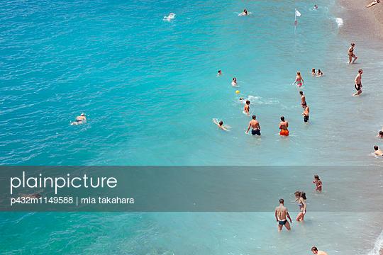 Badegäste in Amalfi - p432m1149588 von mia takahara