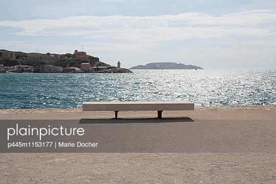 p445m1153177 von Marie Docher