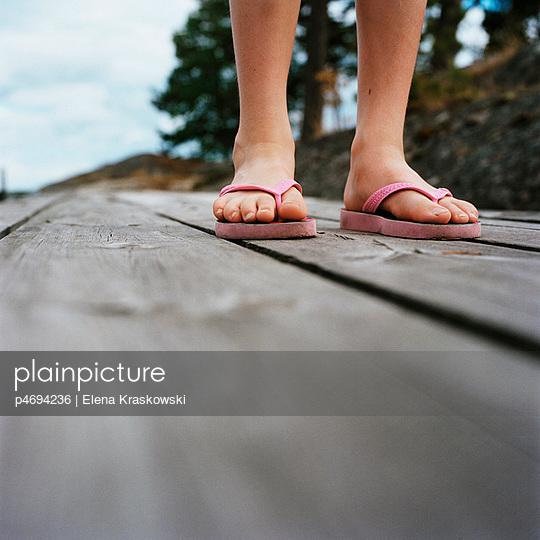 Bare feet in flip-flops