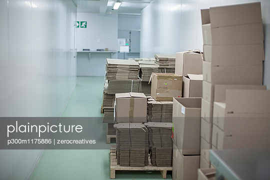 Packaging boxes in lab