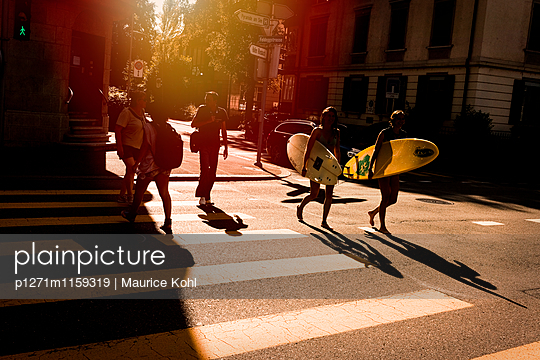 Surfer auf dem Heimweg - p1271m1159319 von Maurice Kohl