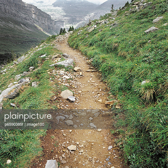 Trail Disappearing Around a Turn