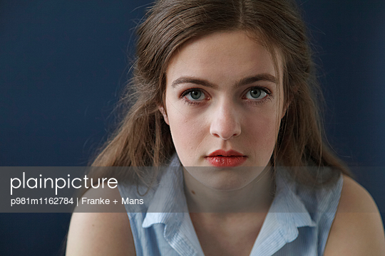 Direkter Blick - p981m1162784 von Franke + Mans