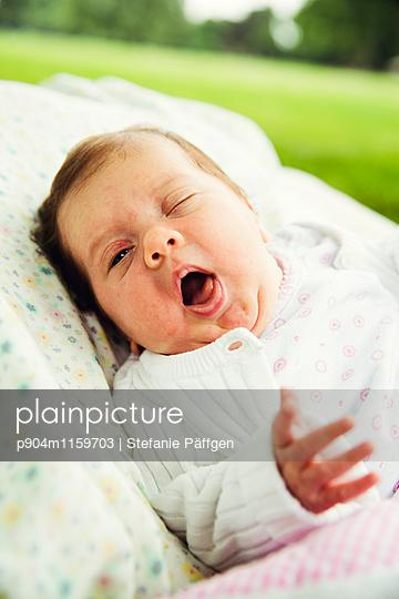 Baby - p904m1159703 von Stefanie Neumann