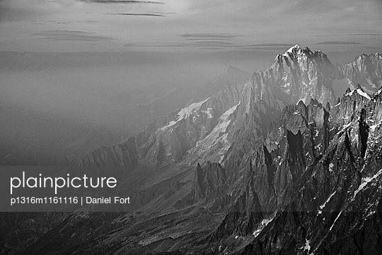 Hochgebirge im Dunst, Mont Blanc Massiv, Grajische Alpen, Frankreich - p1316m1161116 von Daniel Fort