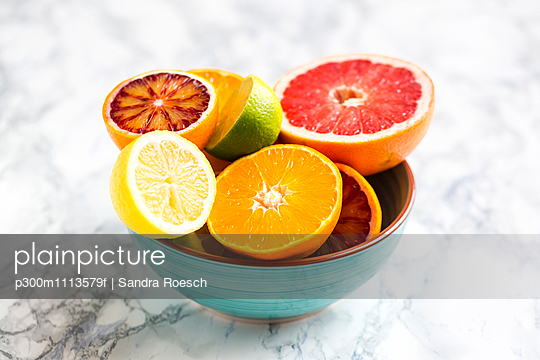 Bowl of sliced citrus fruits