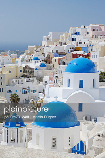 View of classical whitewashed church of Cyclades at Oia