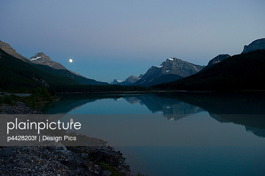 Moonrise, Waterfowl Lake, Banff National Park, Banff, Alberta