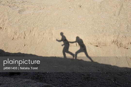 Photography library plainpicture - plainpicture p8961403 - Shadows of ...