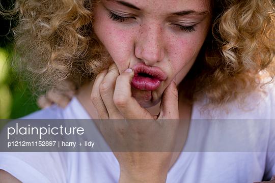Portrait Mädchen - p1212m1152897 von harry + lidy