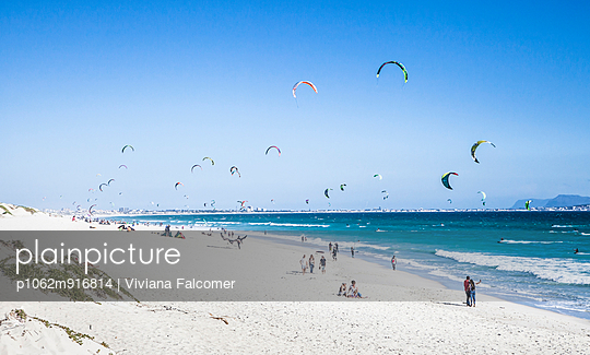 Kite surfing at Blouberg Beach