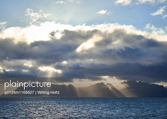 Lofoten im Sonnenuntergangslicht - p1124m1165627 von Willing-Holtz