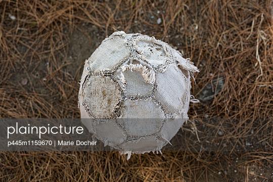 Alter Fußball Nahaufnahme - p445m1159670 von Marie Docher