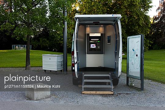 Geldtransporter - p1271m1159324 von Maurice Kohl