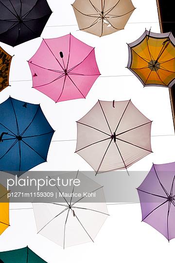Verschiedene Regenschirme - p1271m1159309 von Maurice Kohl