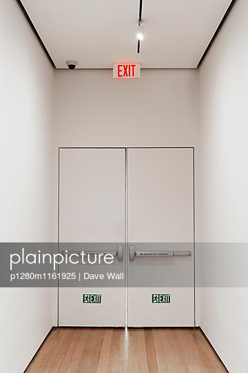 Ausgang - p1280m1161925 von Dave Wall