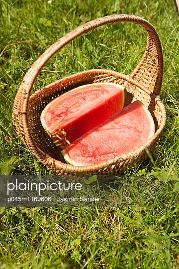 Melone Im Korb - p045m1169606 von Jasmin Sander