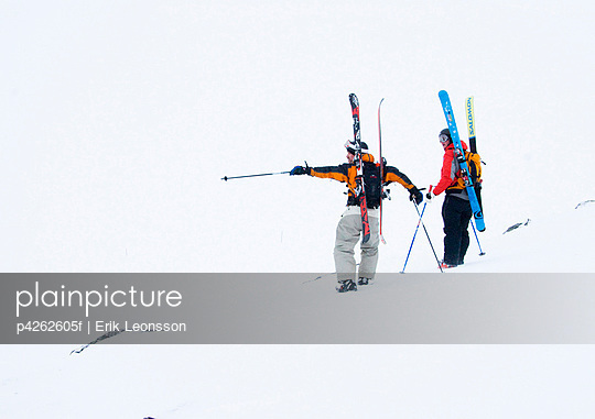Two skiers in the ski slope