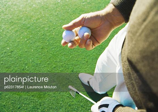 Golfer holding golf balls
