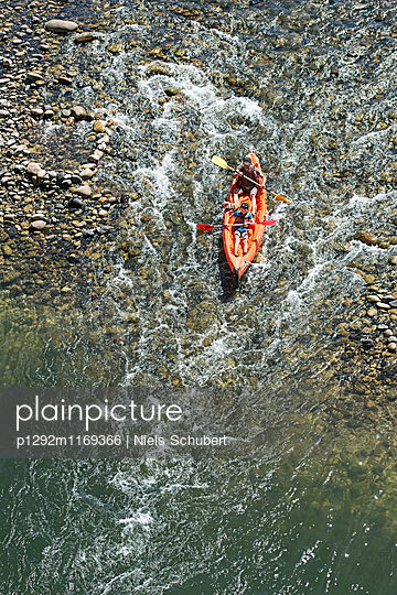 Kajak fahren im Wildwasser - p1292m1169366 von Niels Schubert