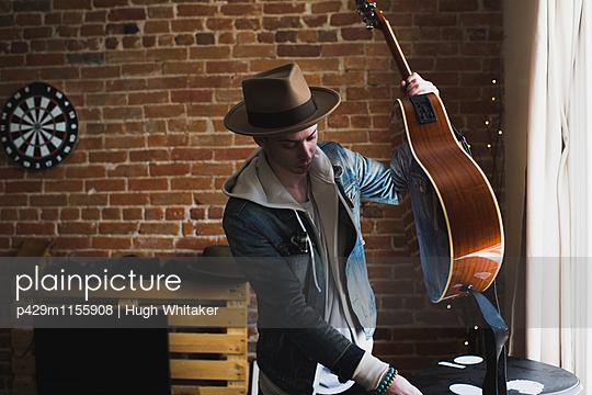 p429m1155908 von Hugh Whitaker