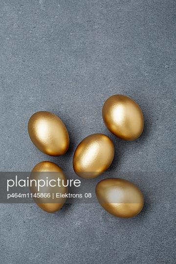 goldene Eier - p464m1145866 von Elektrons 08