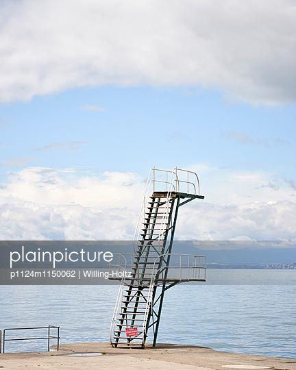 Sprungturm am Genfer See - p1124m1150062 von Willing-Holtz