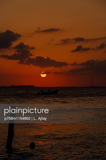 Isla Mujueres Sonnenuntergang am Meer - p758m1154862 von L. Ajtay