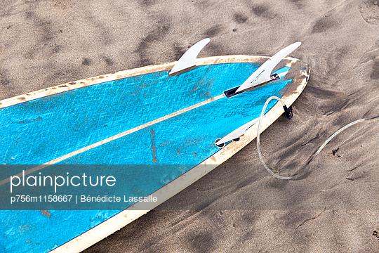 Surfbrett - p756m1158667 von Bénédicte Lassalle