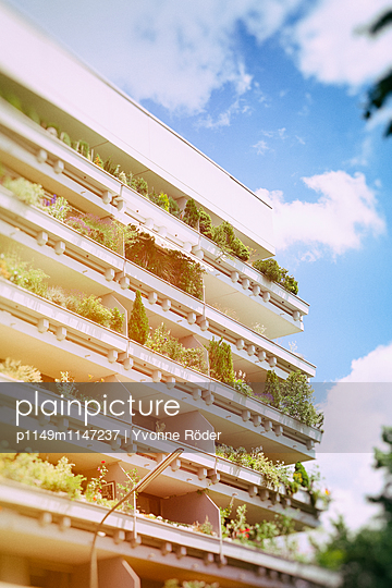 Bepflanzte Balkone - p1149m1147237 von Yvonne Röder
