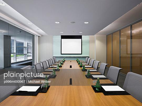 Meeting Room W/ Projector Screen