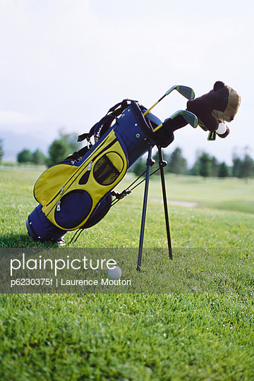 Golf bag propped up on golf course