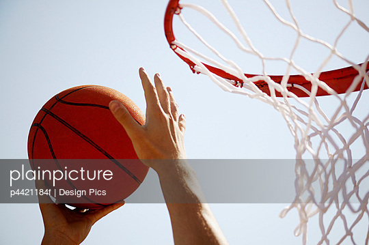 Basketball player\'s hands with ball