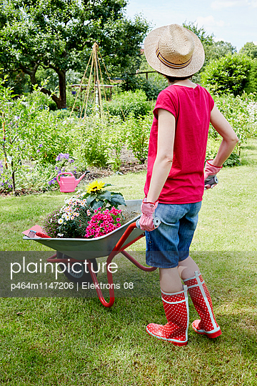 Gartenzeit - p464m1147206 von Elektrons 08