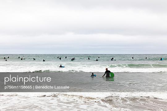 Surfer, Kalifornien - p756m1158665 von Bénédicte Lassalle