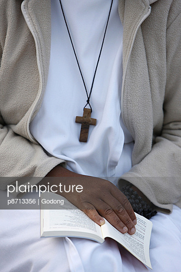 Catholic nun with prayer book, Paris, France, Europe