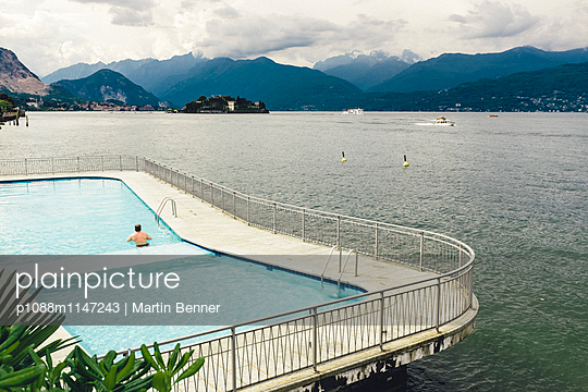 Swimming Pool - p1088m1147243 von Martin Benner