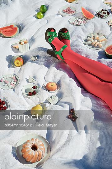 Süßes Picknick - p954m1154512 von Heidi Mayer