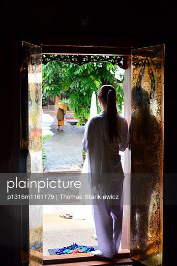 Meditationskurs im Wat Ram Poeng, Chiang Mai, Nord-Thailand, Thailand - p1316m1161179 von Thomas Stankiewicz