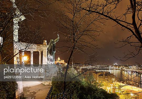 Gellert Monument and Budapest