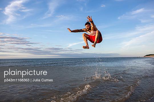 p343m1168363 von Julia Cumes