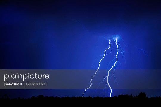 Thunderstorm; Lightning over prairies