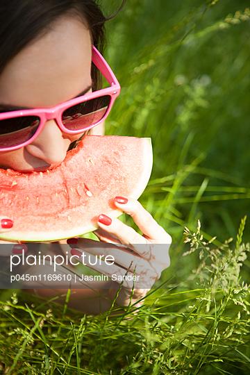 Erfrischung mit Wassermelone  - p045m1169610 von Jasmin Sander