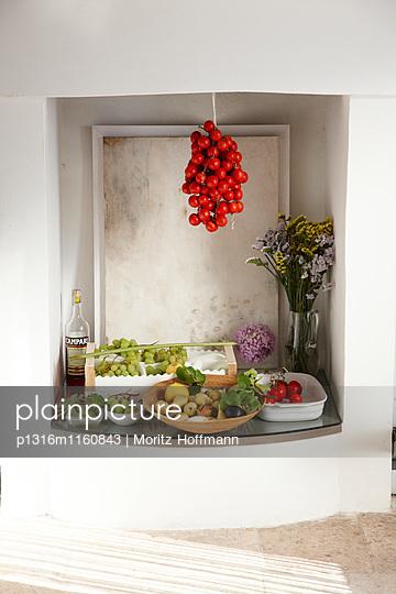 Frisches Obst und Gemüse, Masseria, Alchimia, Apulien, Italien - p1316m1160843 von Moritz Hoffmann