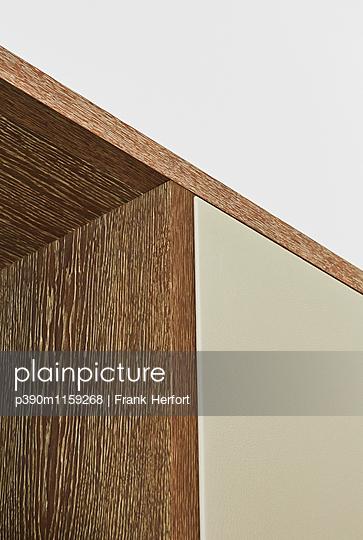Einbauschrank aus Holz - p390m1159268 von Frank Herfort